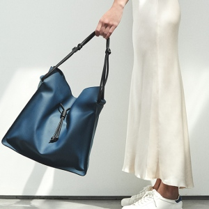 Vicki von Holzhausen Technik-Leather Shopper vegan bag.