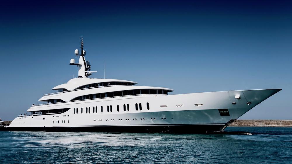 Benetti Giga Yacht FB275