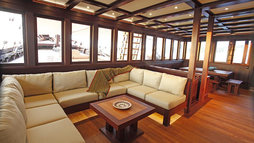 Dunia Baru Main saloon Dennis AndersonSaloon. Interior shot of superyacht Dunia Baru.