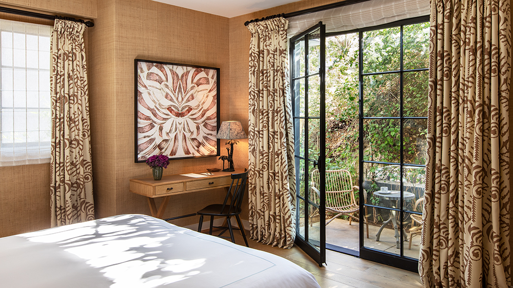 A guest room at Hotel 850