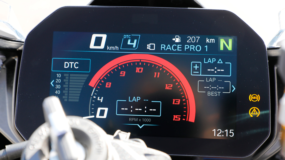 The TFT dash in race mode display.