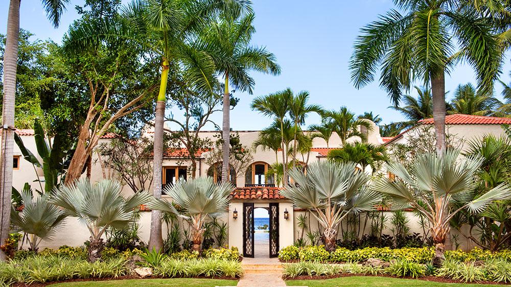 The entrance at Su Casa