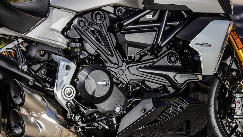 The Diavel 1260 S is powered by a liquid-cooled 1262 cc Testastretta L-Twin engine.