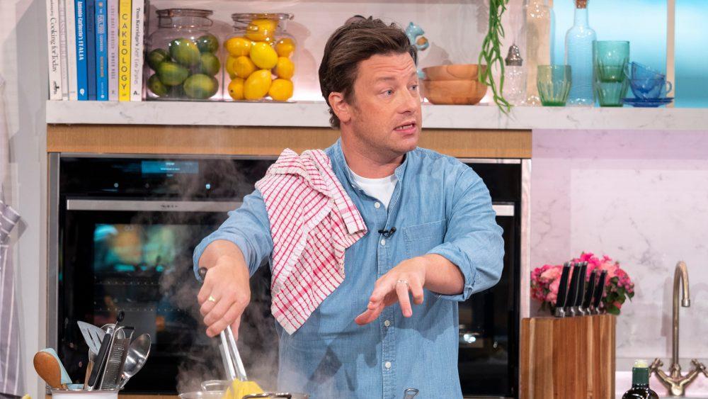 Jamie Oliver cooking pasta