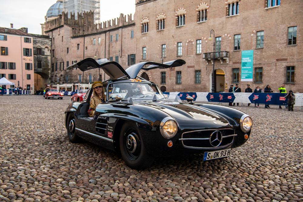 The 1955 Mercedes 300SL spreads its wings.