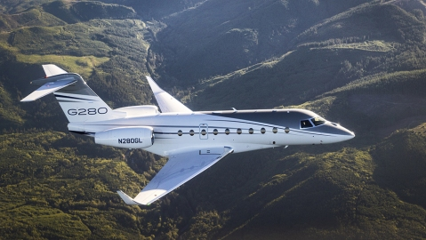The Gulfstream G280 soars using sustainable alternative jet fuel