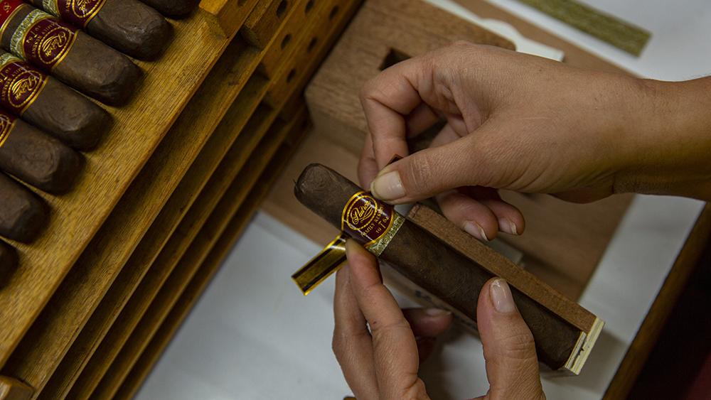 Adhearing the signature band on the cigar at the Cigar Padron factory Nicaragua