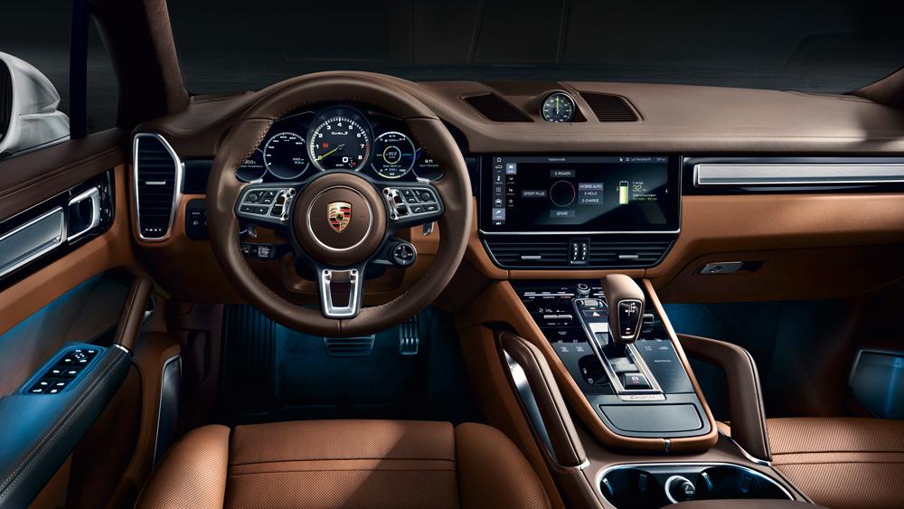 The pilot's view inside the 2020 Porsche Cayenne Turbo S E-Hybrid.