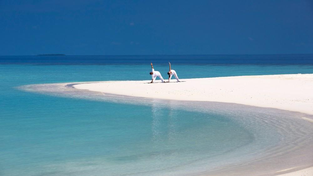 Anantara Kihavah Villas beach yoga