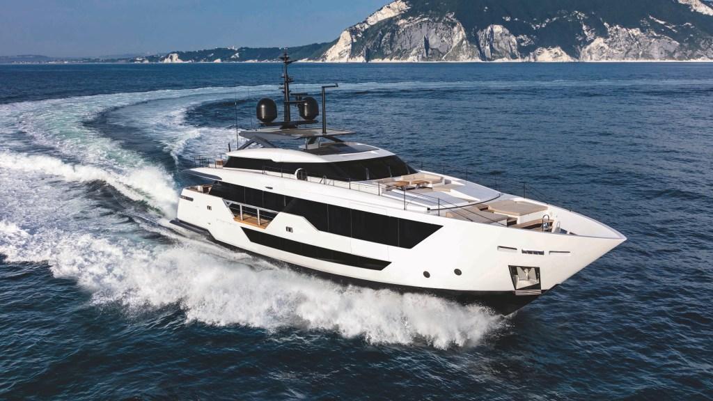 Italian shipyard Custom Line CL106 yacht