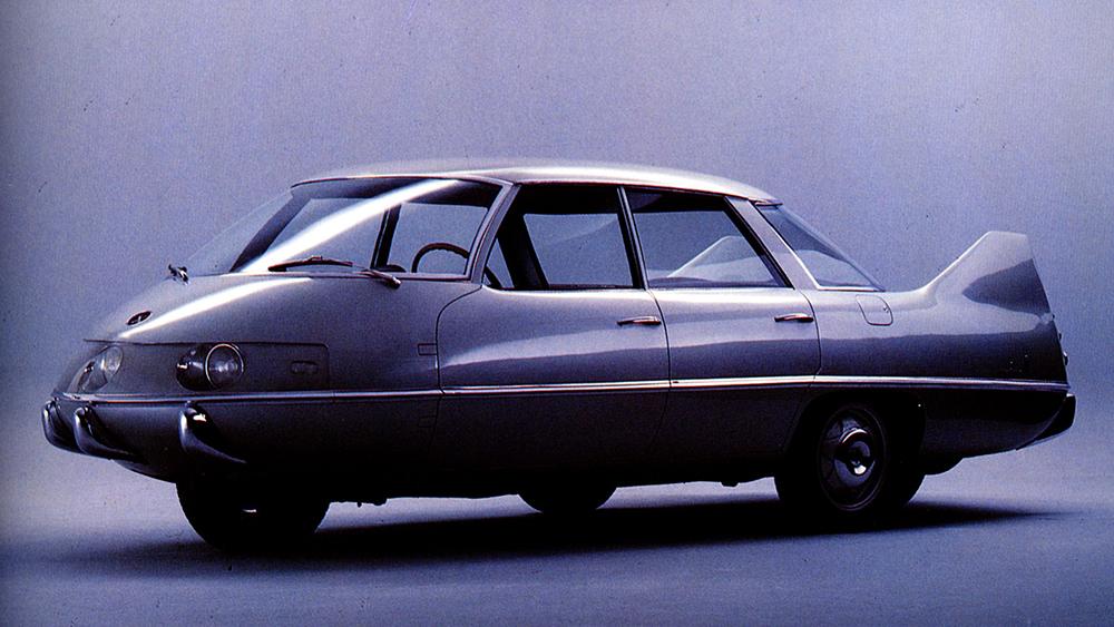 1960 Pininfarina X had four wheels arranged in a diamond