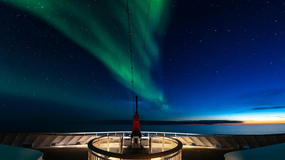 Hurtigruten MS Roald Amundsen night sky