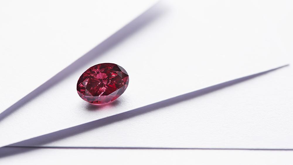 The Argyle Avenoir, a 1.07-carat fancy red, oval cut