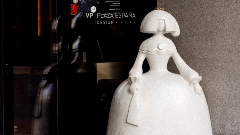 Menina Lustre de Mar VP Plaza Espana Design Hotel Madrid