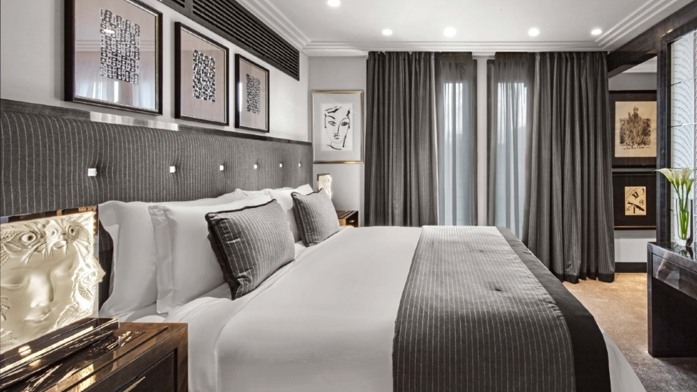 Prince de Galles Paris Lalique Suite master bedroom