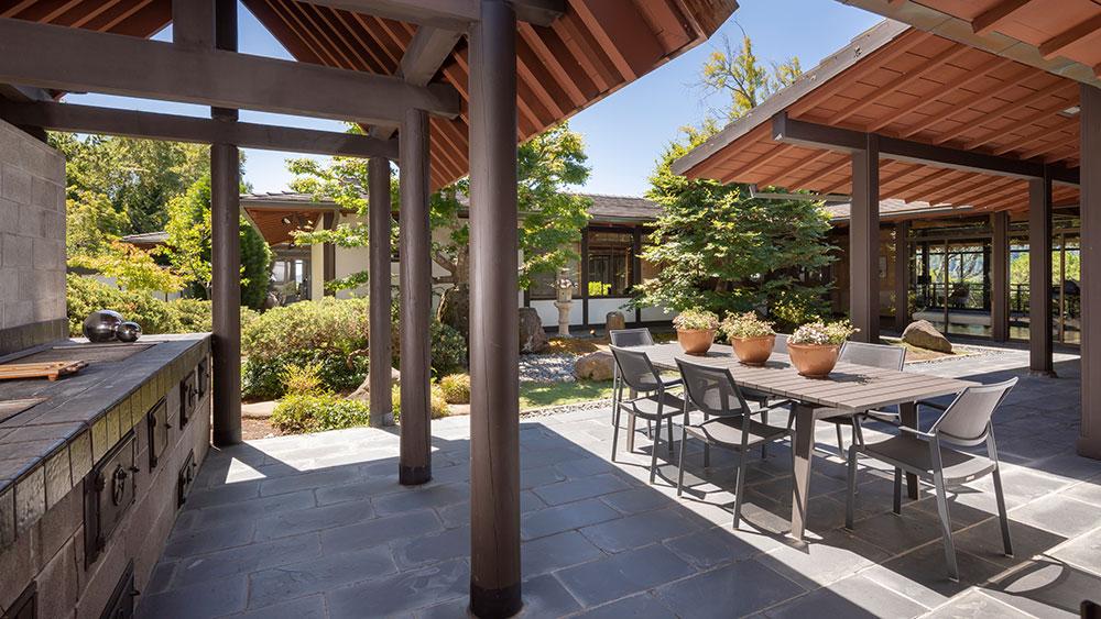 The courtyard garden.