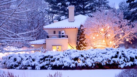 Villa at Saugerties snow winter getaway