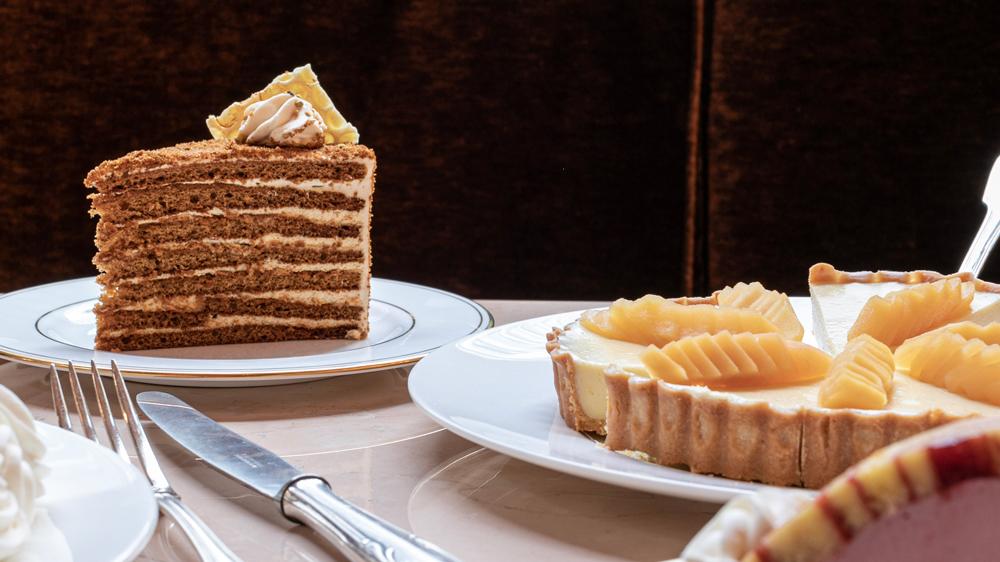 Verōnika desserts cake