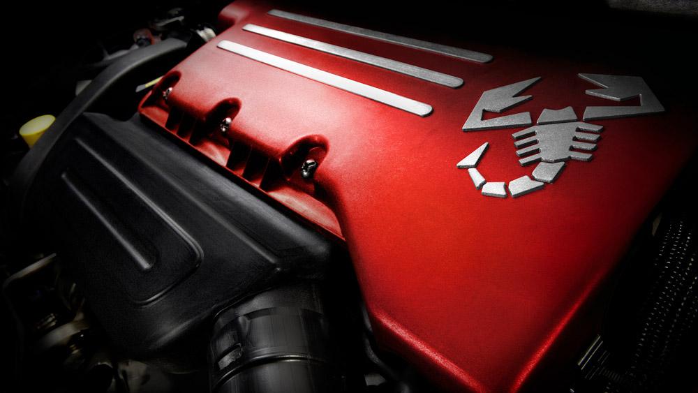 The engine of the Fiat 500C Abarth Cabrio.