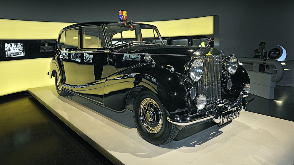 Rolls-Royce Phantom IV, 1950-56, only 18 pieces were built exclusively for royalty and heads of state, BMW Museum, Munich, Upper Bavaria, Bavaria, GermanyVARIOUS