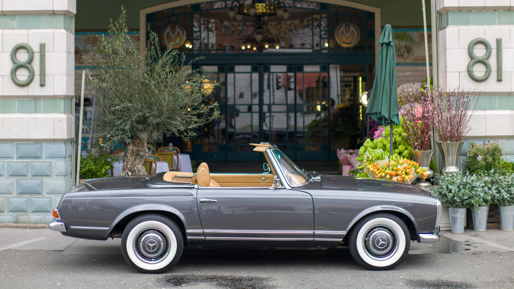 """An electric version of the Mercedes-Benz """"Pagoda"""" by Ionic Cars."""