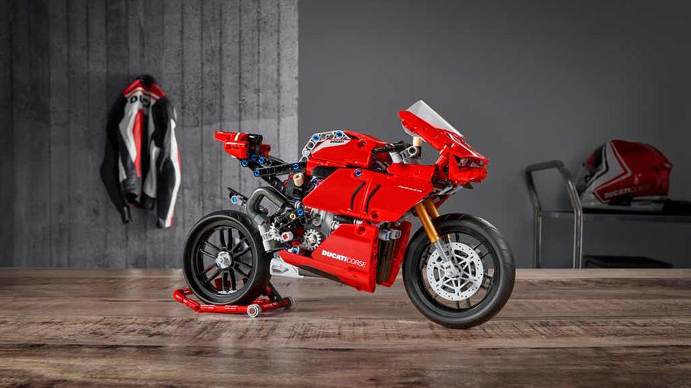 Lego Technic's Ducati Panigale V4 R set
