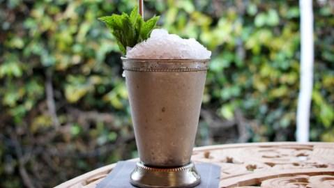 mint julep bourbon cocktail