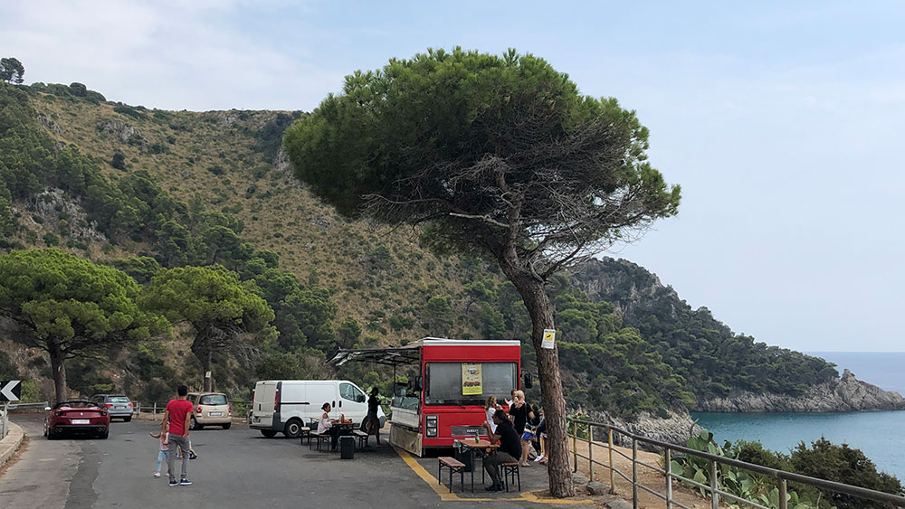 Driving a Ferrari earned extra toppings at scenic food-truck stop.