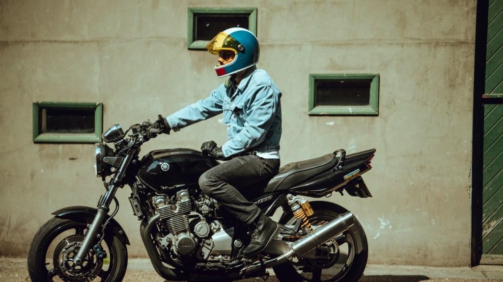 A motorcyclist in Hedon's Heroine Racer helmet.