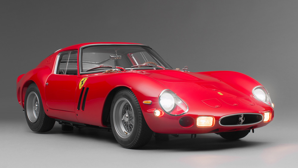 Amalgam Collection's 1:8 scale Ferrari 250 GTO with working lights.