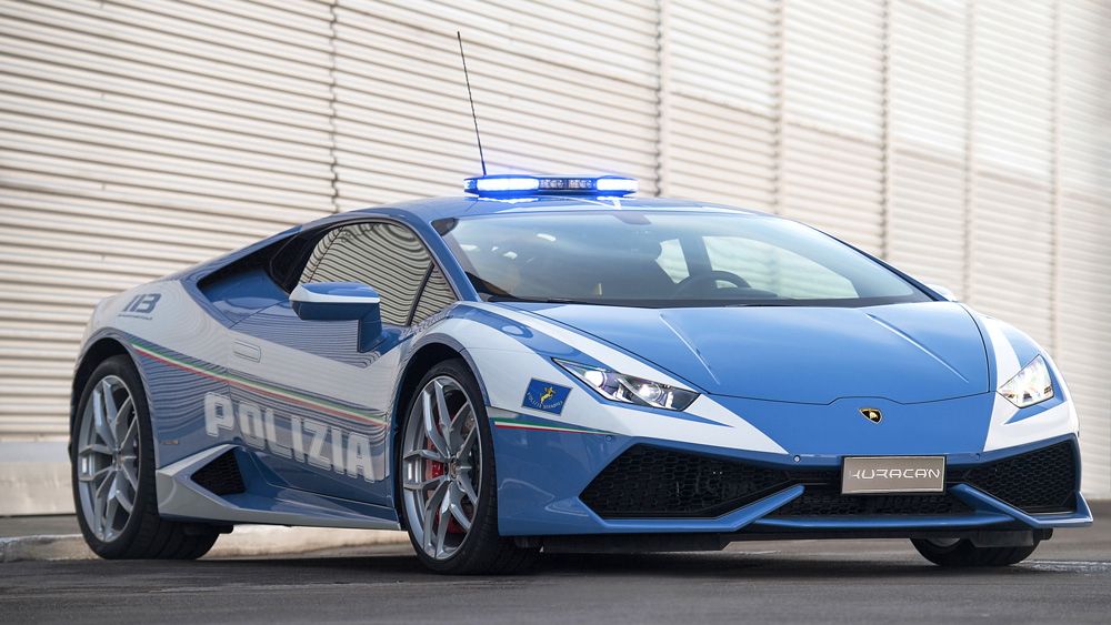 The Huracán Polizia presented to Italian law enforcement.
