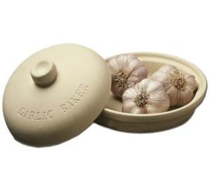 Sassafras SuperStone Garlic Roaster