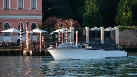 Nuvolari Lenard's Thunder Water Taxi