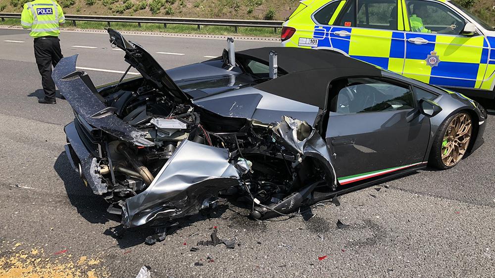 The smashed up Lamborghini Huracán Performante Spyder