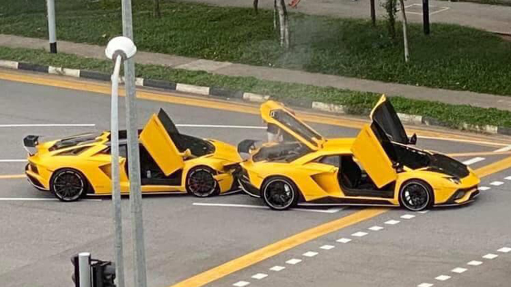 Two yellow LAmborghini Aventadors crashed into each other in Singapore