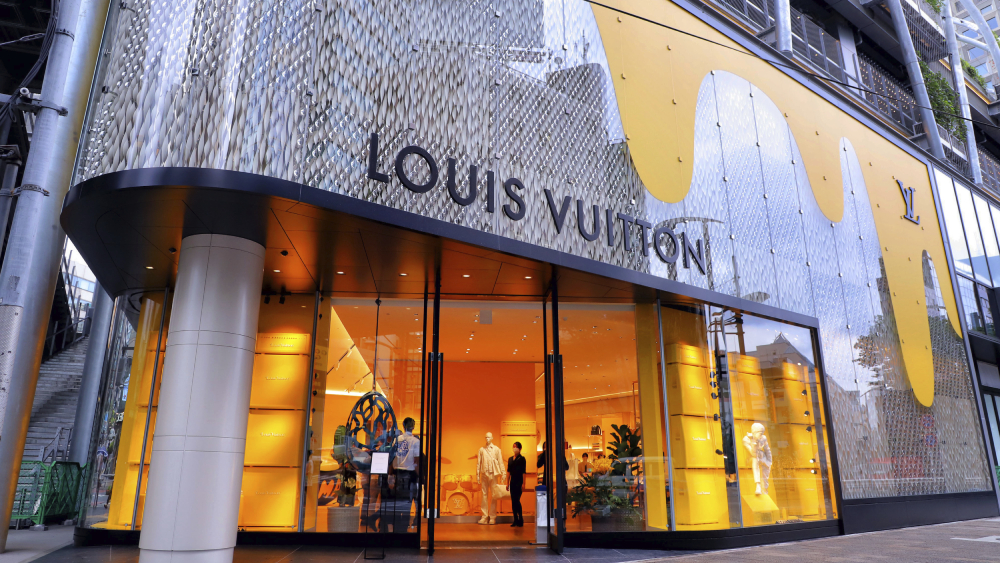 louis vuitton storefront lvmh