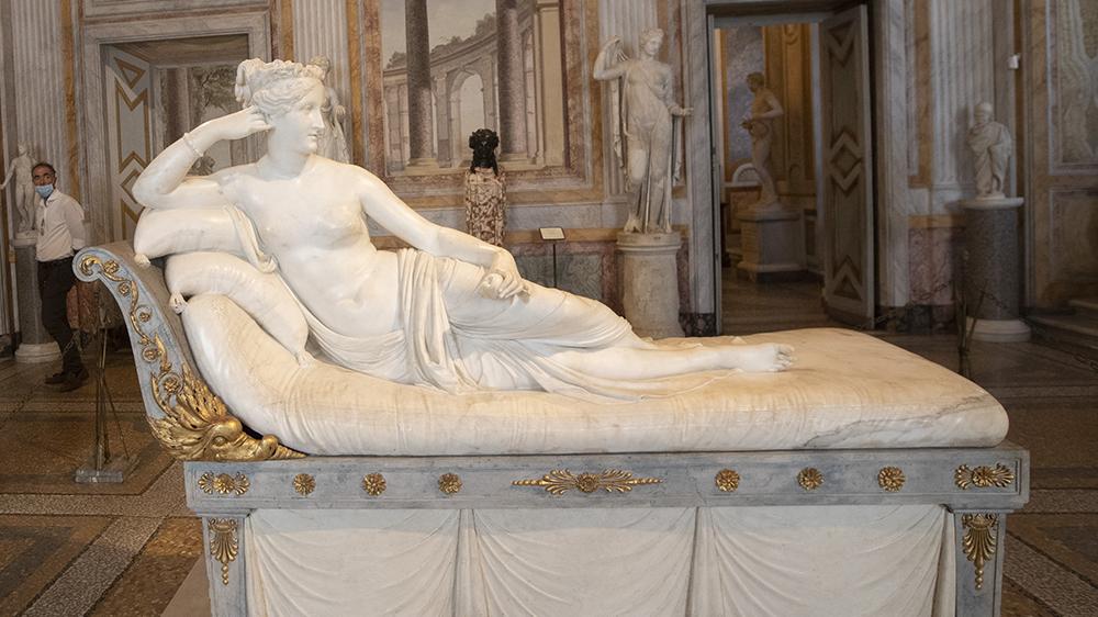 """Antonio Canova's """"Pauline Bonaparte as Venus Victrix"""""""