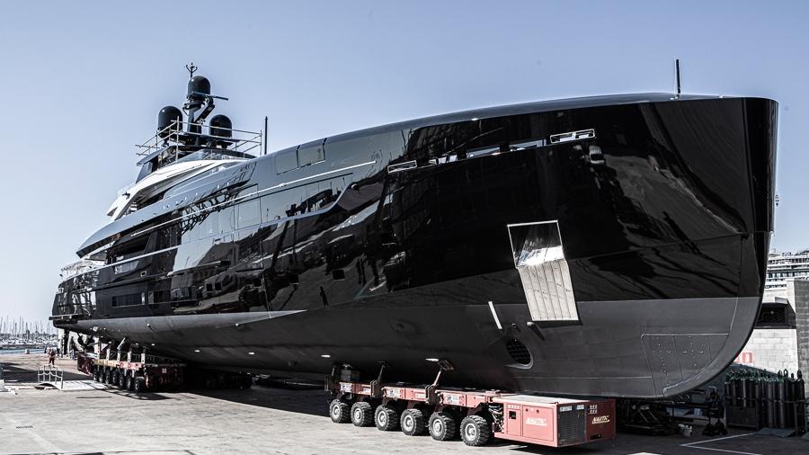 Olokun | Ce Superyacht noir serait parfait pour Dark Vador | Tankoa Yachts