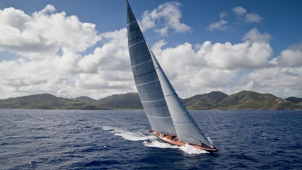 Ce yacht à voile de 140 pieds associe le design des années 1930 à la technologie moderne | Classe J RainboW
