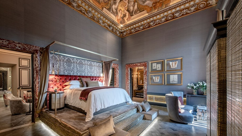 Holy Deer Bedroom Rome