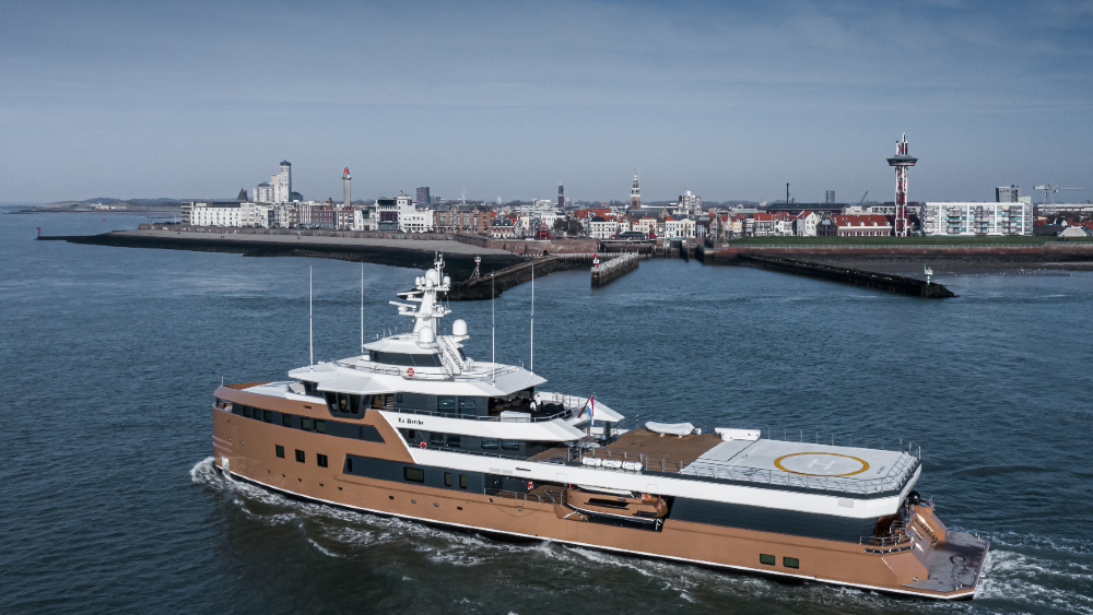 Superyacht La Datcha is being delivered to its owner