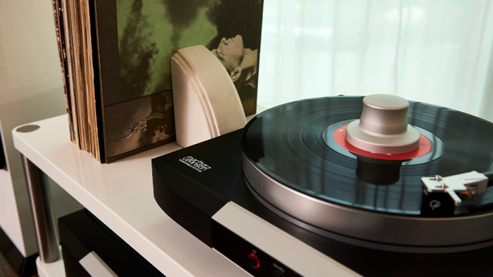 The new Mark Levinson No.5015 turntable, priced at $7,500 with cartridge.