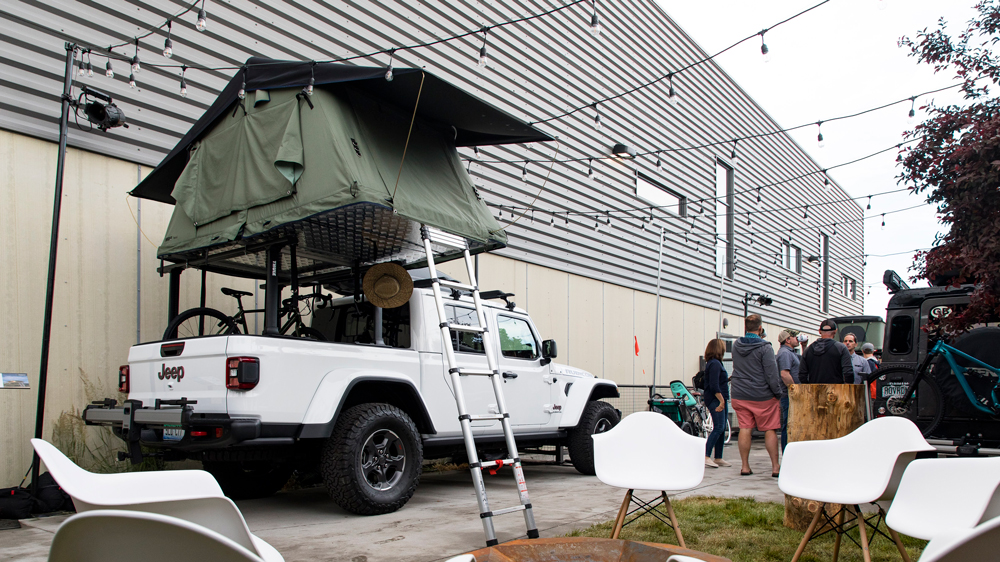 Thule's Teupi Ruggedized Autana 3 tent atop a Jeep Gladiator Rubicon.