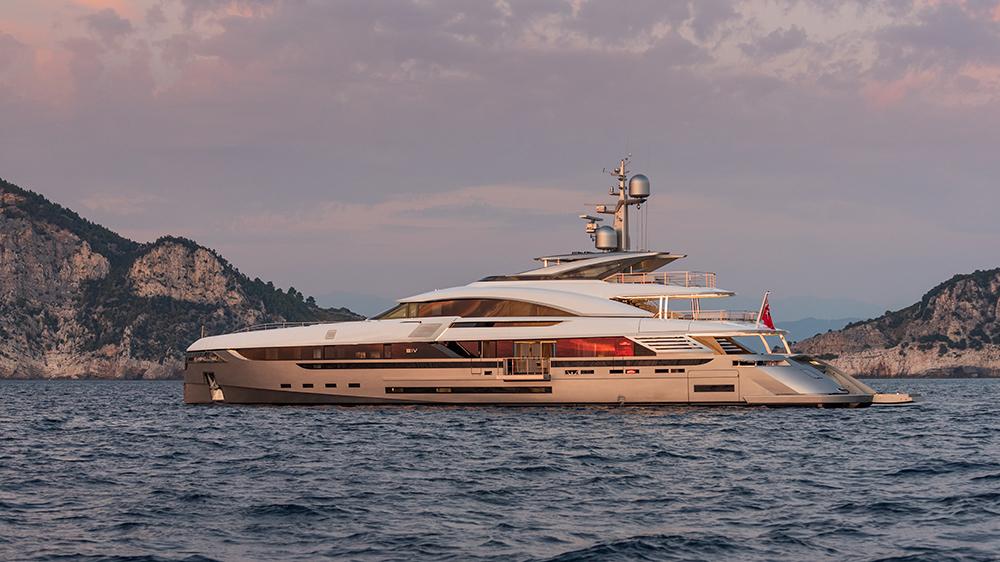 Le nouveau yacht EIV de Rossinavi a des intérieurs pour rivaliser avec un hôtel italien de luxe