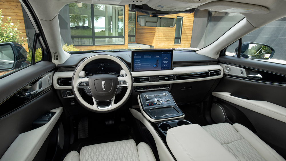 The interior of the 2021 Lincoln Nautilus.