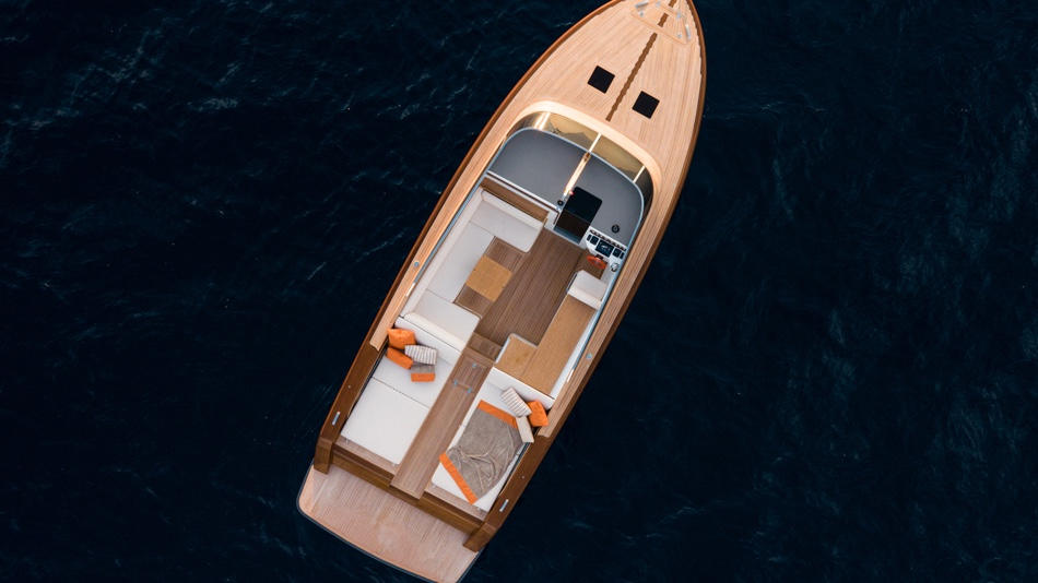 This high-tech wooden weekend cruiser combines mahogany with carbon fiber