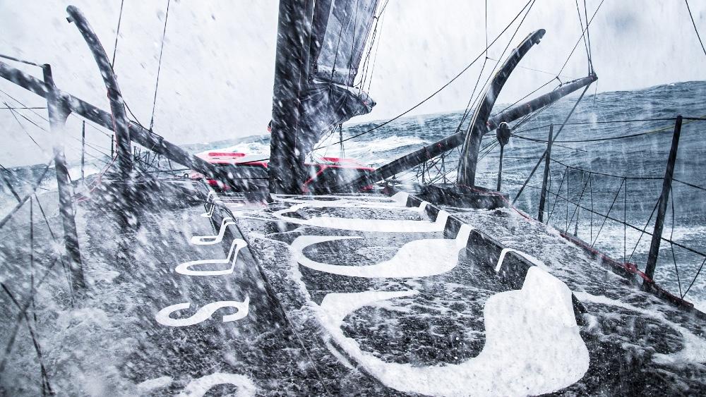 Ce sauvetage dans la course mondiale de voile sans escale du Vendée Globe a été le plus spectaculaire de la dernière décennie