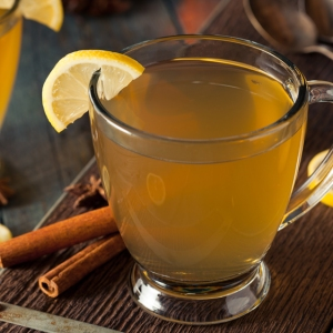 hot toddy whiskey lemon cocktail