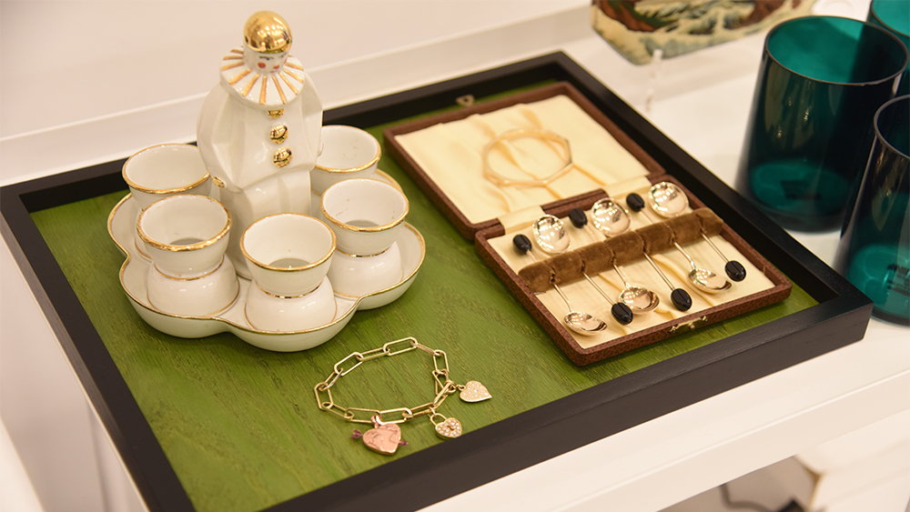Vintage decorative objects, contemporary tabletop accessories and jewels mingle in a tableau at the Muse pop-up shop.