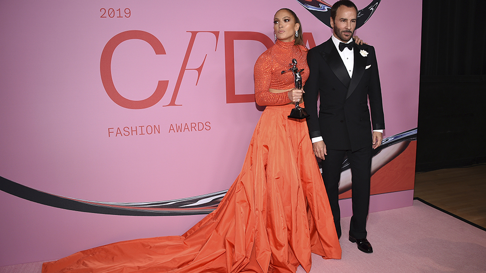 Honoree Jennifer Lopez, left, poses in the winner's walk with the Fashion icon award with Tom Ford at the CFDA Fashion Awards at the Brooklyn Museum on Monday, June 3, 2019, in New York. (Photo by Evan Agostini/Invision/AP)